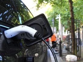 La voiture électrique polluante ou la métaphore de la résistance au changement