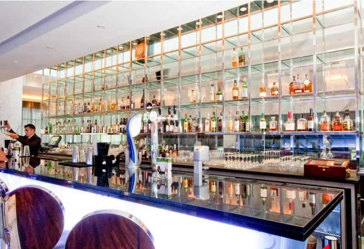 Hotel bar 02.jpg