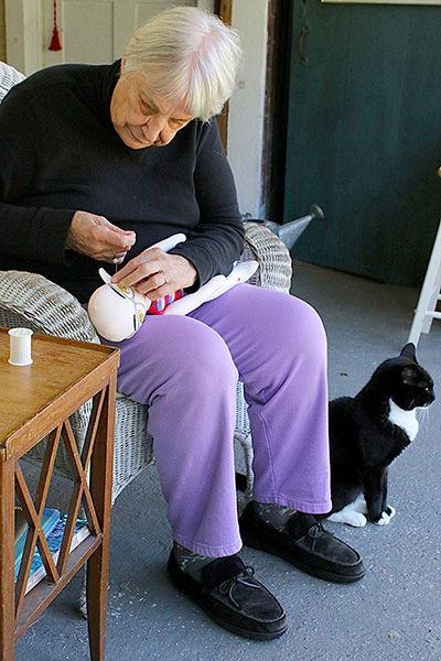 bonnie.sewing.face6927.jpg