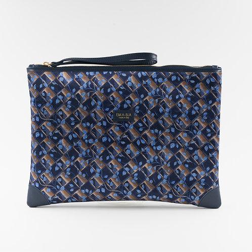 pochette borsa a mano blu in seta con stampa florealee finiture in pelle