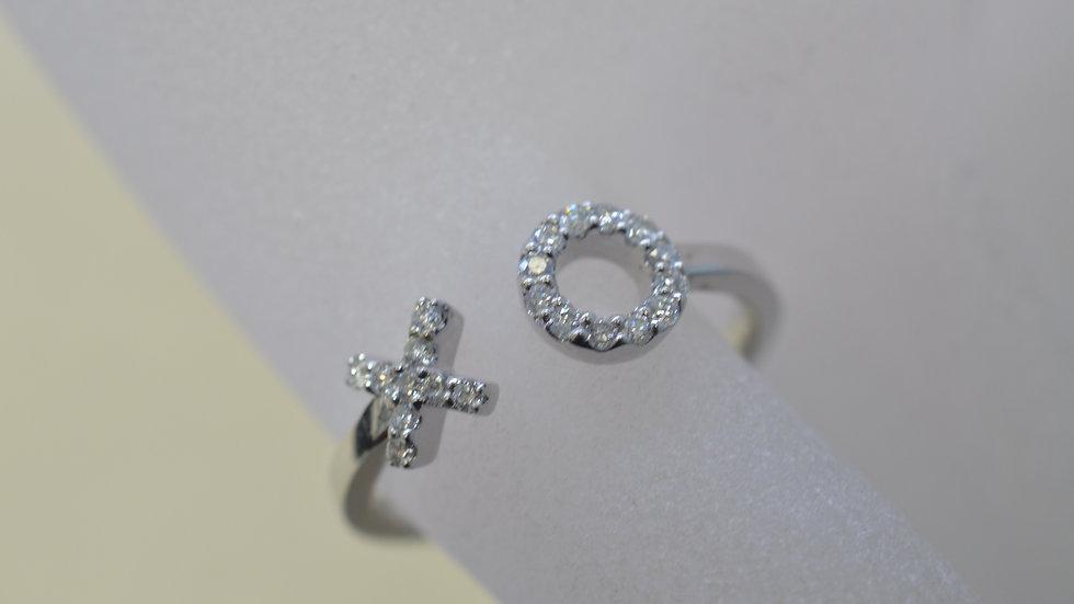 14K White Gold X & O Ring with Diamonds