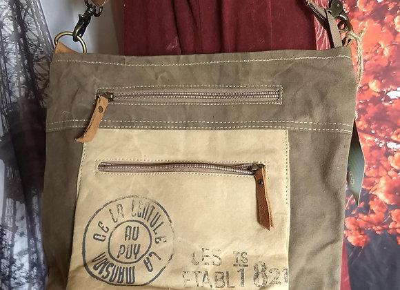 Au Puy Shoulder Bag