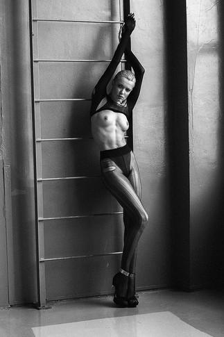 Известная модель разделась для фотографа Евгения Ионова