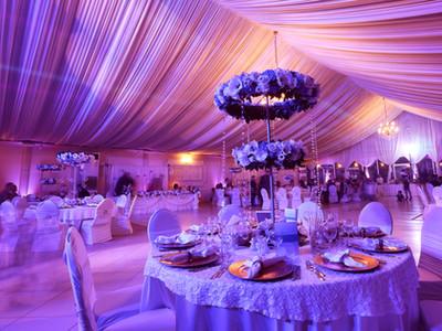 Wedding flowers decoration in the restau