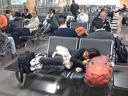 dormir-en-el-aeropuerto.-Foto-de-nathang