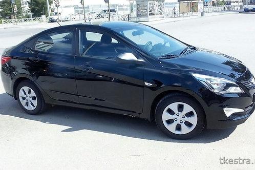 Легковая Hyundai Solaris (чёрная)