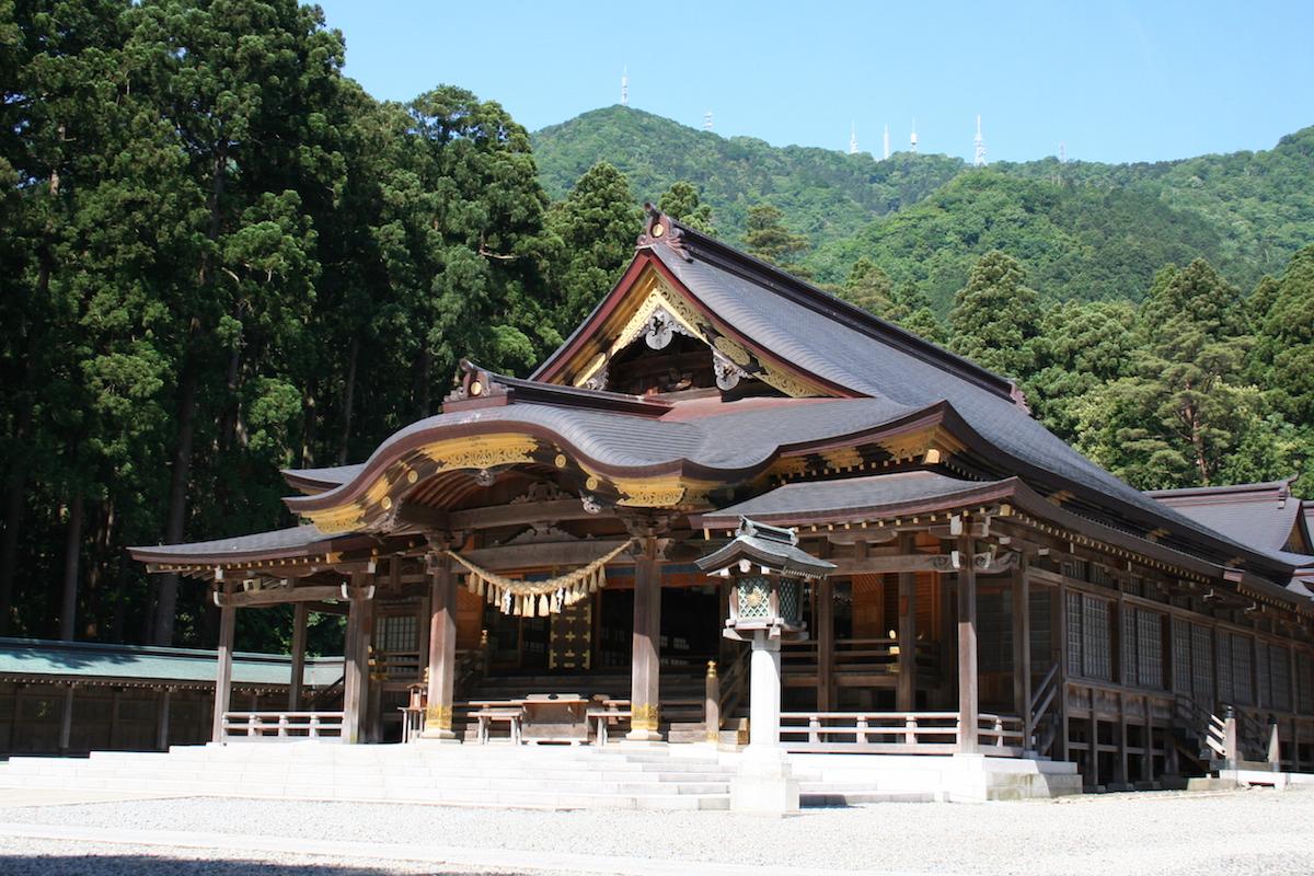 弥彦神社 本堂