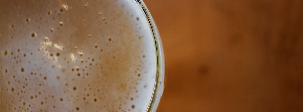Bar near Agoura Rd, Agoura Hills CA serving cold beer.