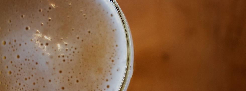 Bar near Kanan Rd, Agoura Hills CA serving cold beer.