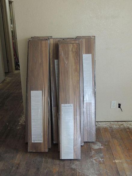 729 n 7th new uninstalled laminate floor