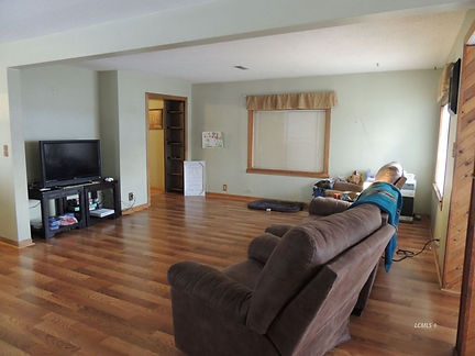 844 s 4th family room.jpg