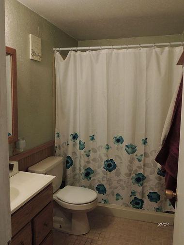 844 s 4th bath 1.jpg
