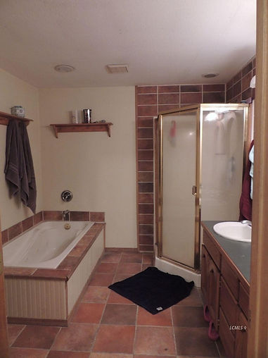 844 s 4th upstairs bath.jpg