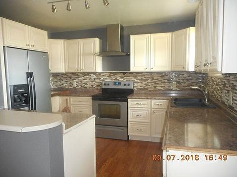 1056 Linda Lane Kitchen.jpg