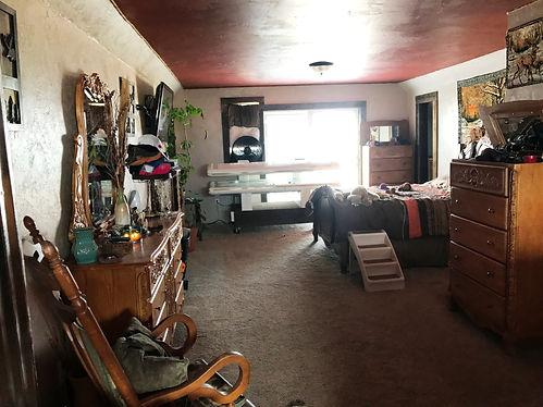 17860 Hwy 395 Master Bedroom.jpg