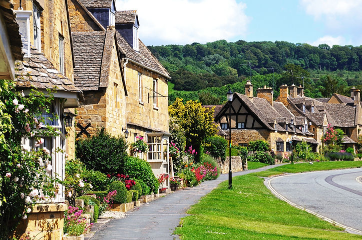 Pretty cottages along High Street, Broad