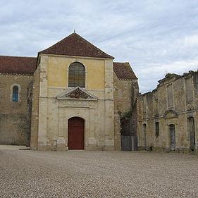 1200px-Fontmorigny,_église_abbatiale.jpg