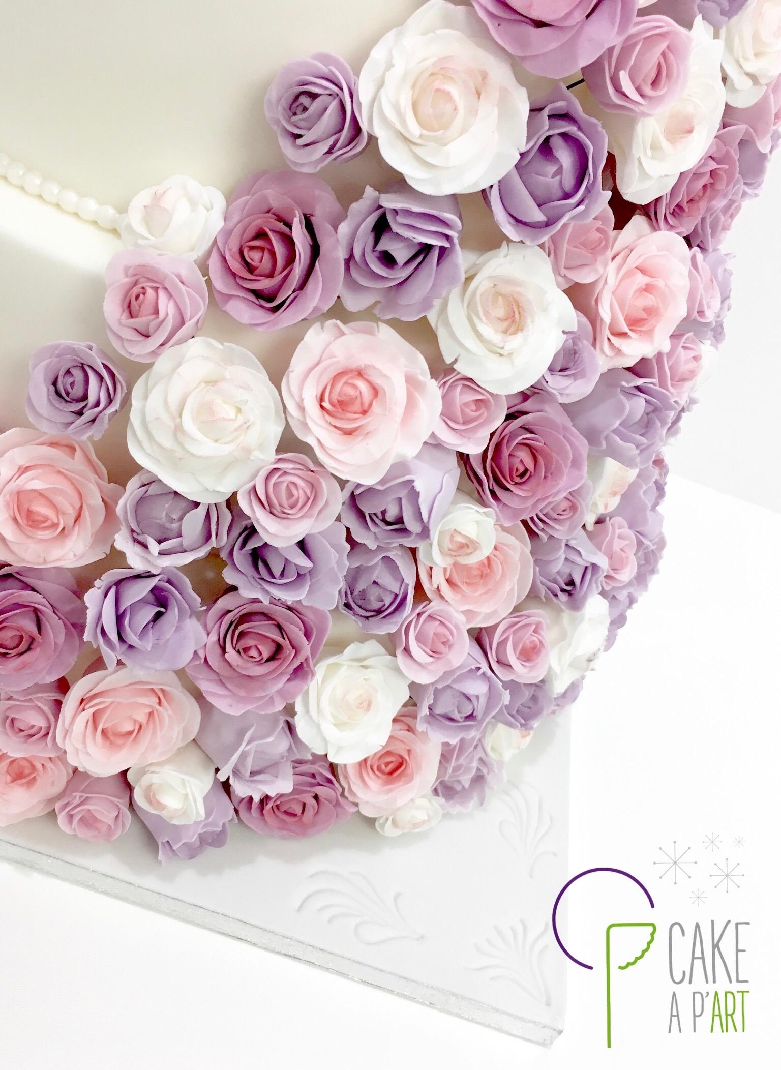 Wedding Cake Pièce montée Mariage - Thème Cascade de fleurs Roses et tulipes