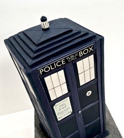 Gâteau sur mesure sculpté 3D anniversaire - Doctor Who Trompe l'oeil Cabine Tardis