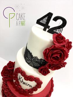 Gâteau sur mesure anniversaire adulte - Thème Roses et dentelle