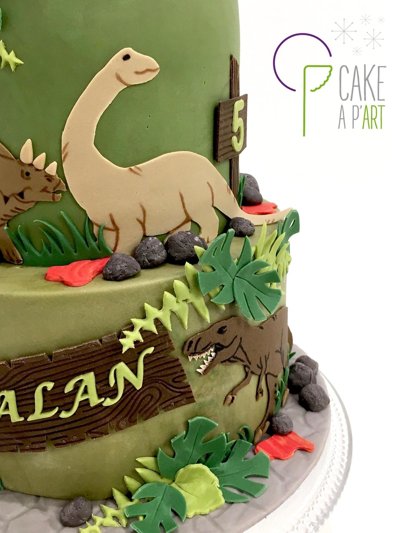 - Gâteau personnalisé anniversaire enfant - Thème Volcan et dinosaures
