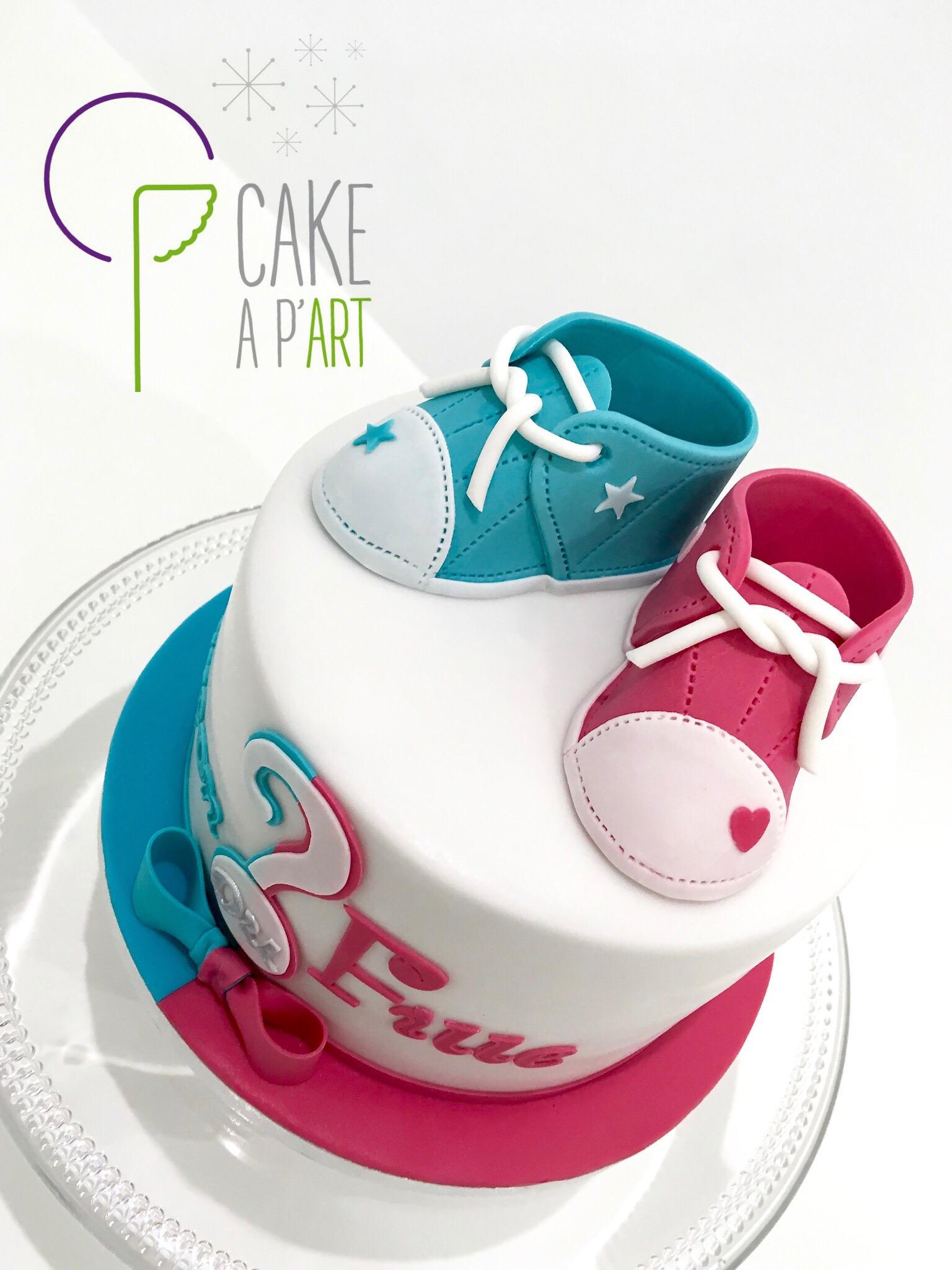 Décor modelage en sucre gâteaux personnalisés - Gâteau révélateur Thème Naissance chaussons de bébé