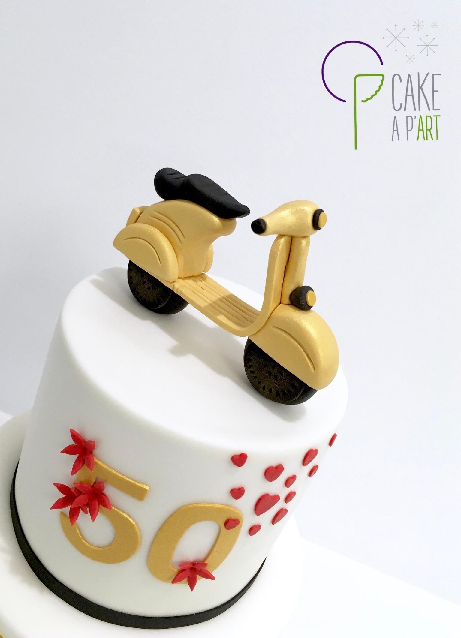 Décor modelage en sucre gâteaux personnalisés - Anniversaire mariage Thème Noce d'or et Vespa