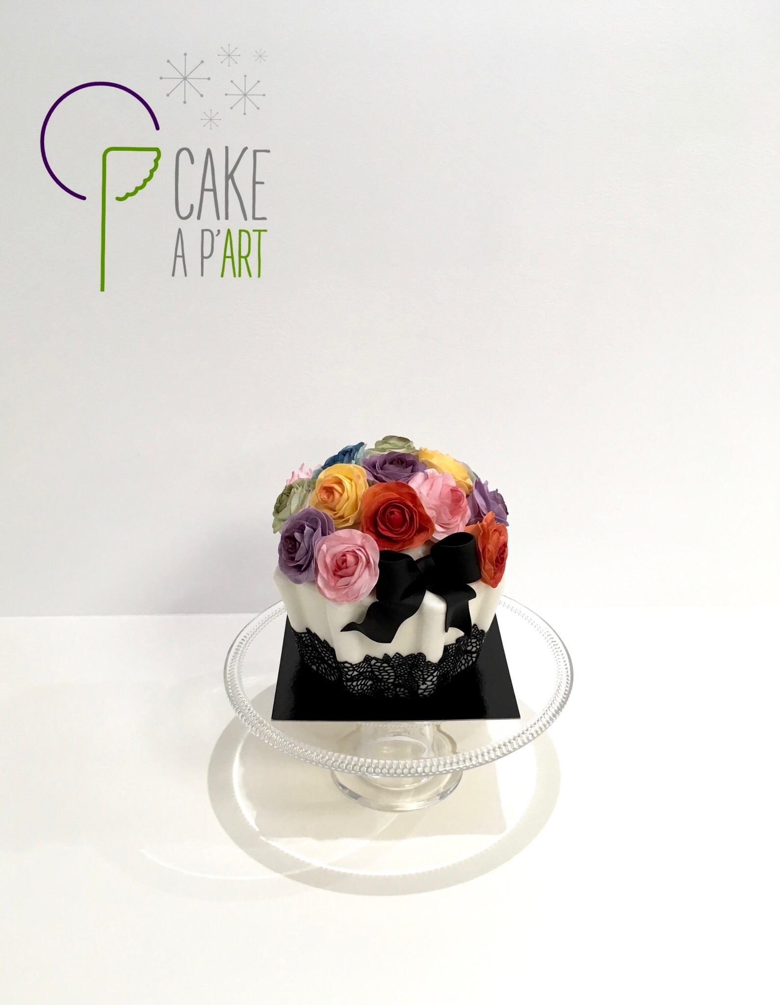 Gâteau sur mesure sculpté 3D anniversaire - Trompe l'oeil Cupcake géant et roses