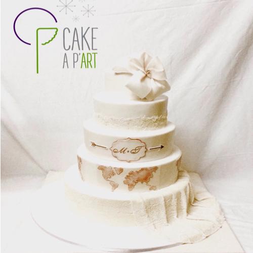 Wedding Cake Pièce montée Mariage - Thème Drapé dentelle et Voyage carte du monde