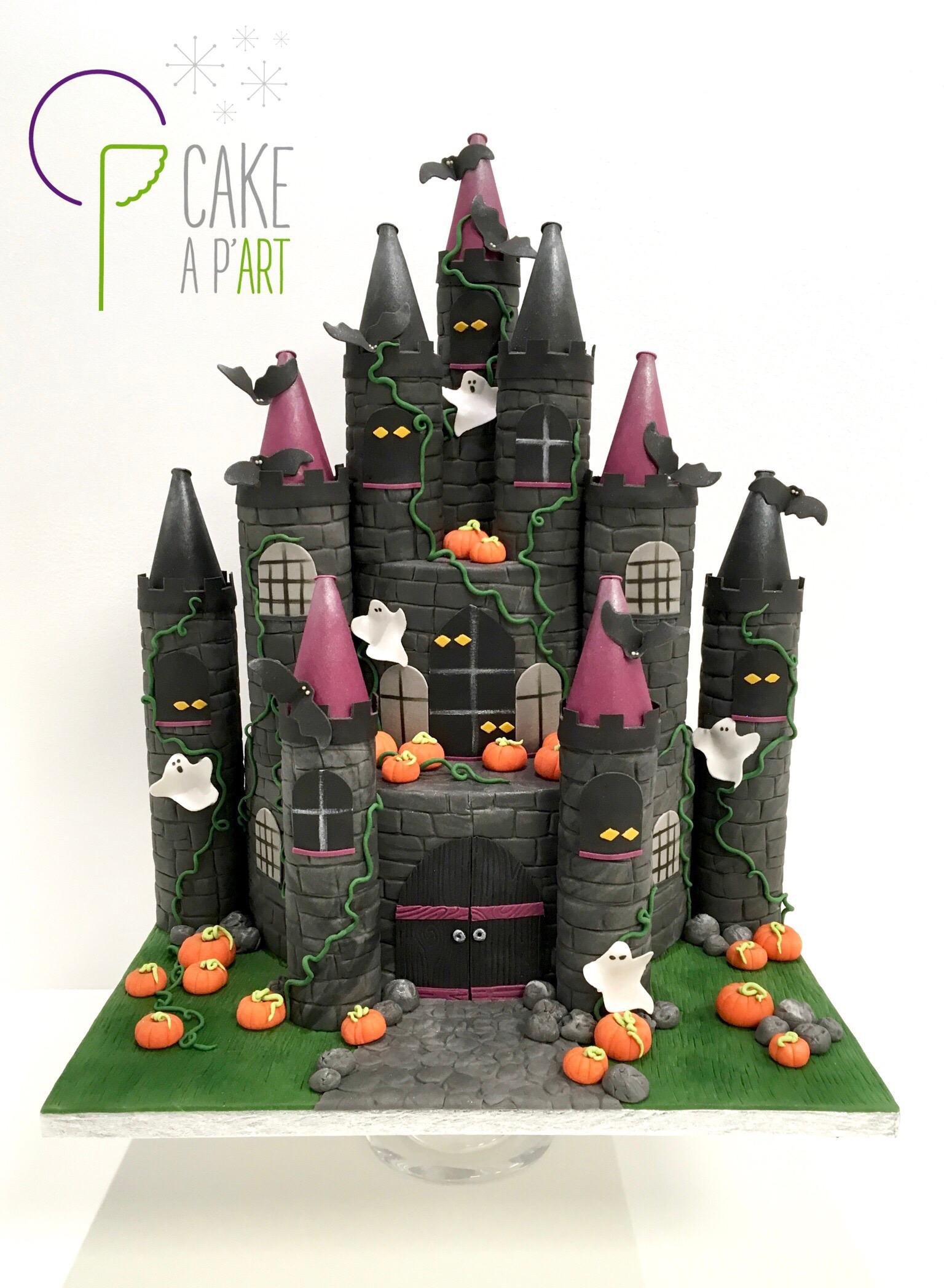 Gâteau sur mesure sculpté 3D anniversaire - Thème Halloween Château hanté