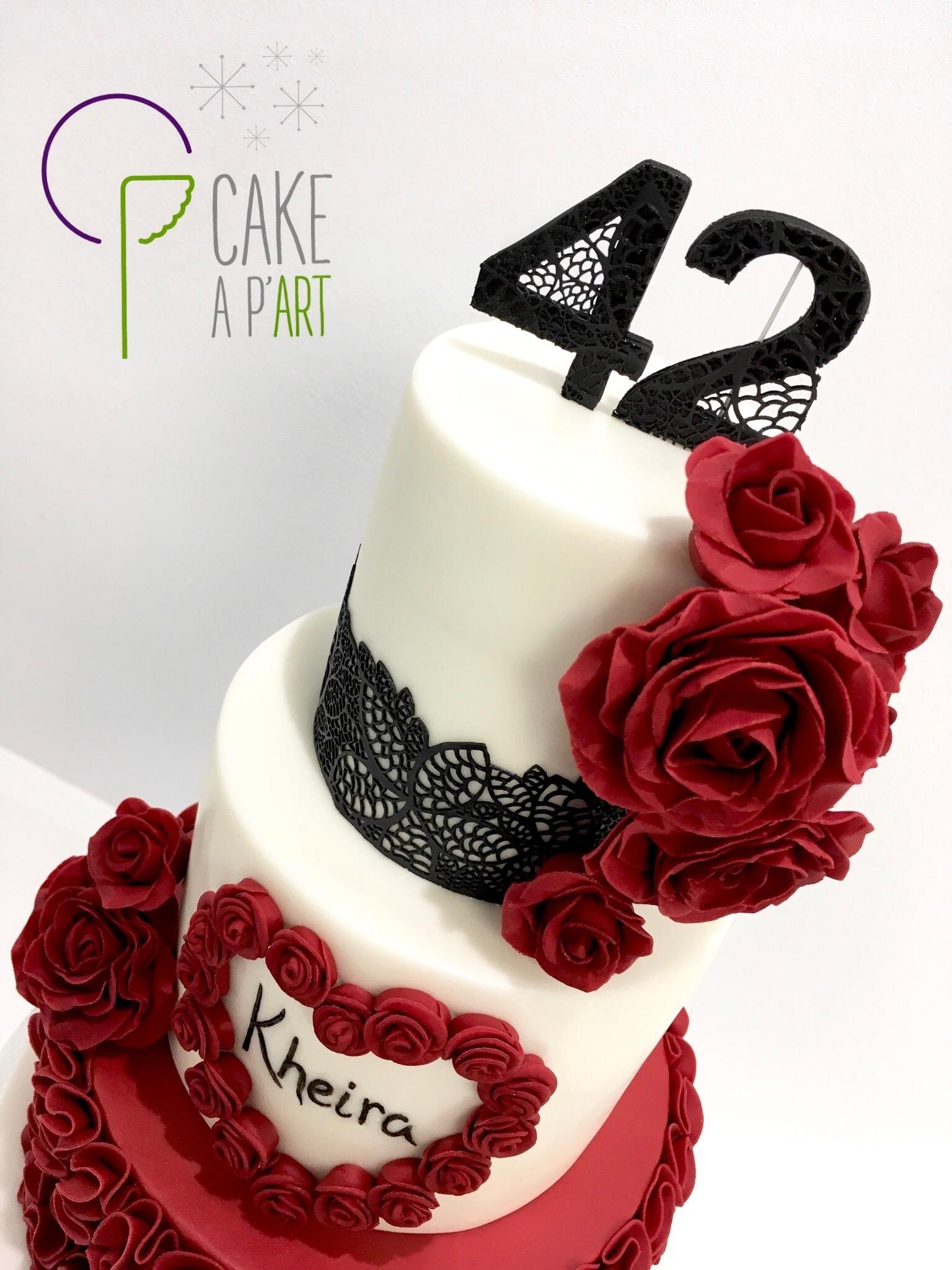Décor en sucre gâteaux personnalisés - Mariage fleurs Roses rouges et dentelle