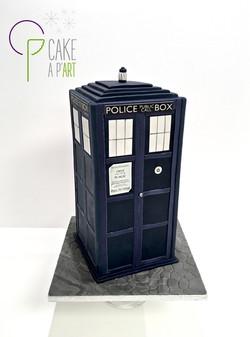 Gâteau sur mesure anniversaire 3D adulte - Thème Doctor Who cabine Tardis