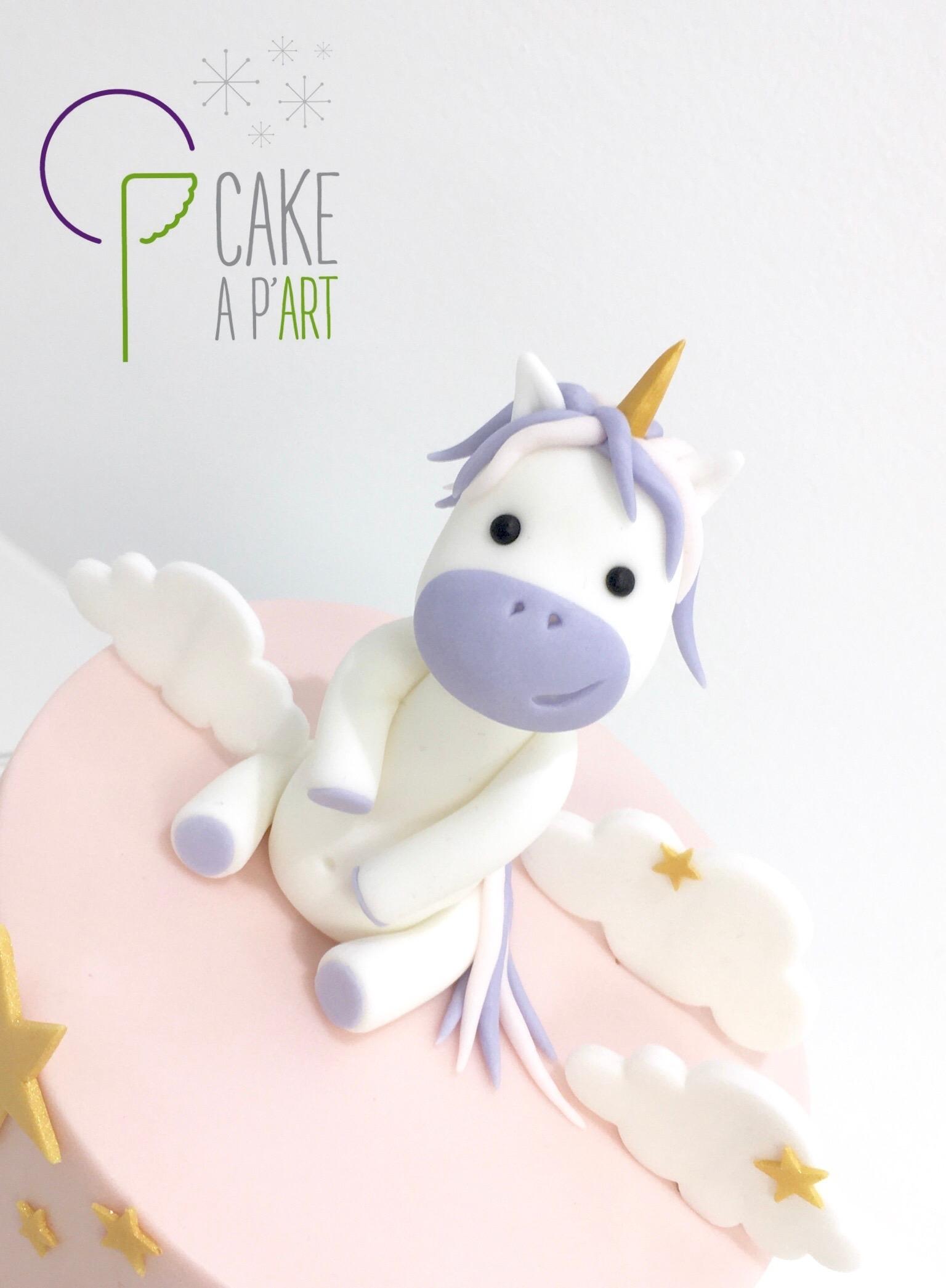 - Gâteau personnalisé anniversaire enfant - Thème Licorne Arc en ciel féérique