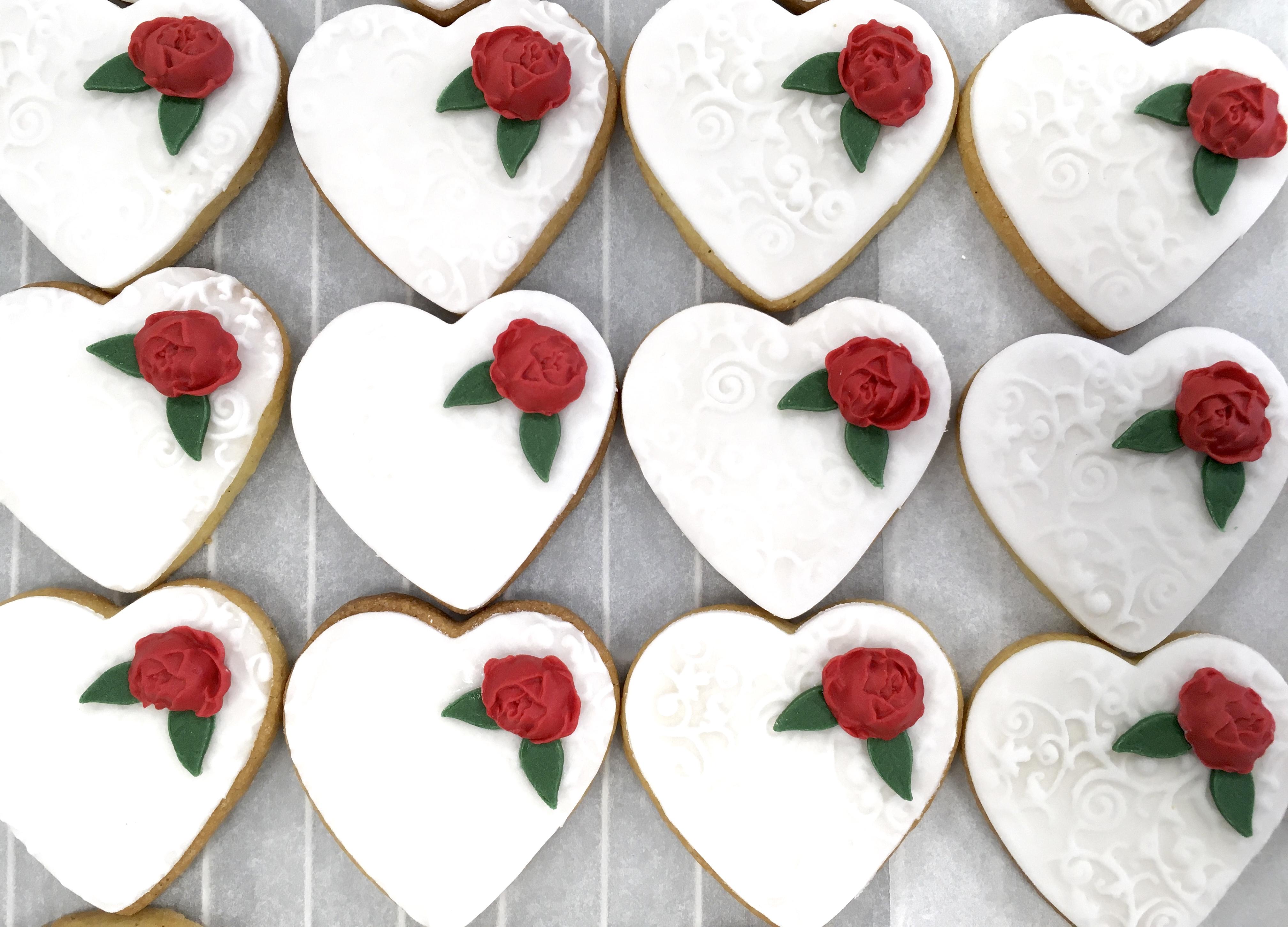 Gâteaux individuels personnalisés - Sablés décorés Fête des mères Rose rouge