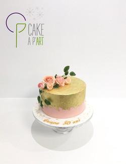 Gâteau sur mesure anniversaire adulte - Thème Roses et feuilles d'or