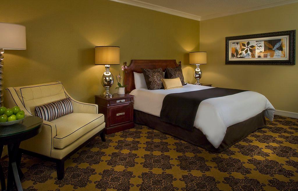 King Hotel Room Omni Houston Hotel