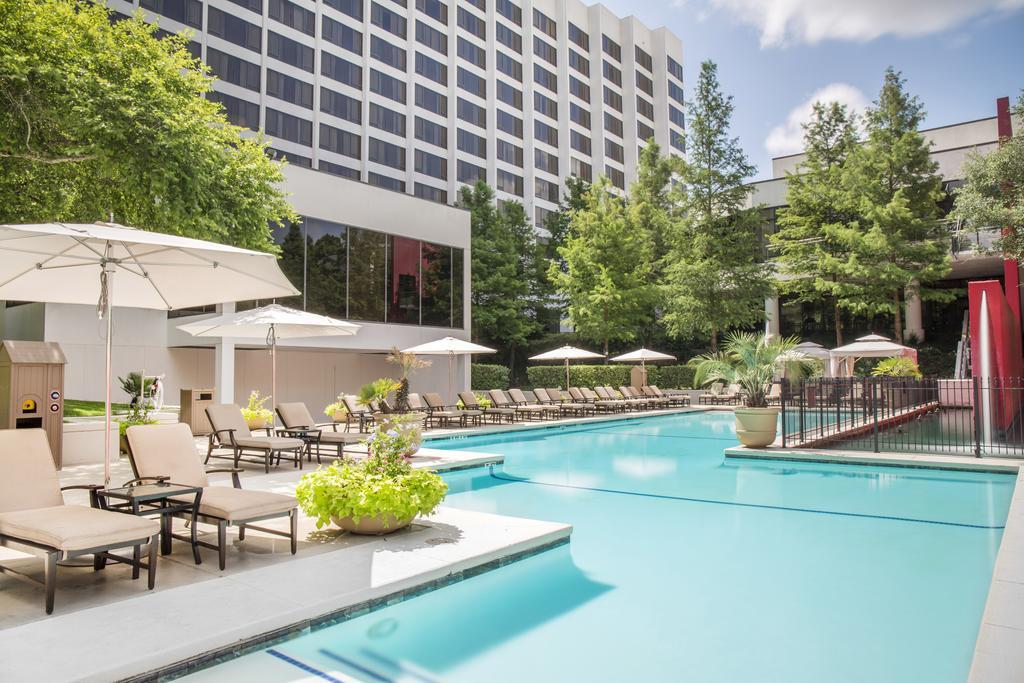 Omni Houston Hotel Pool