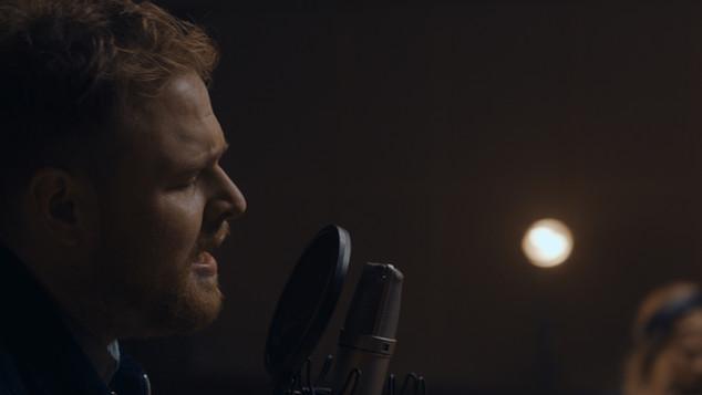 Tom Walker - Leave A Light On (Live)
