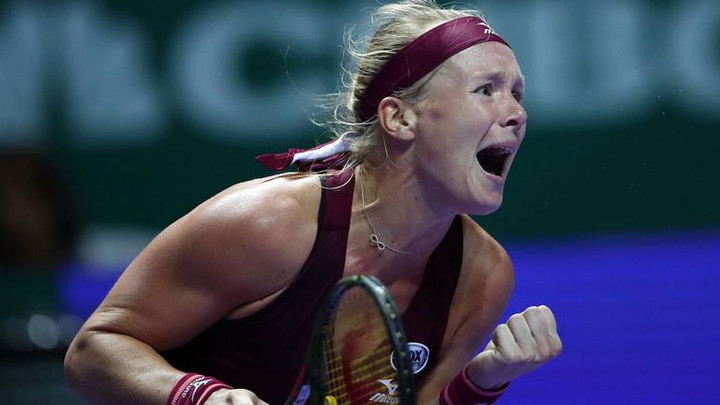 Kiki Bertens holds nerve to stun Angelique Kerber at WTA Finals