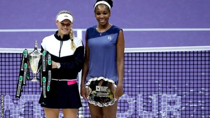 Caroline Wozniacki beats Venus Williams to win season finale