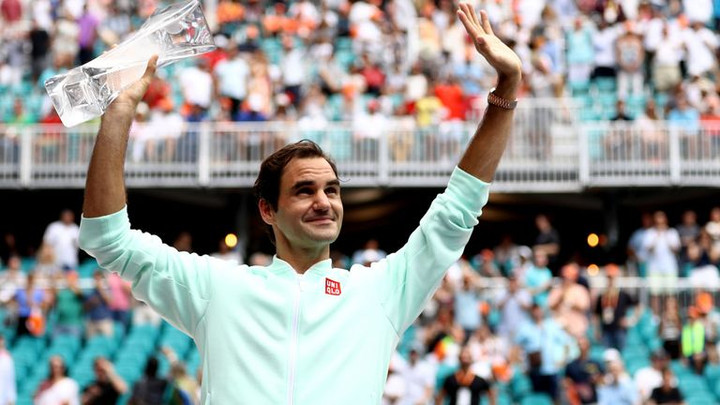 Roger Federer will carry on competing for titles as he targets Jimmy Connors' all-time record