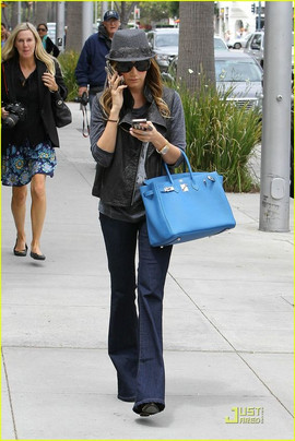 Ashley Tisdale Birkin 30 bleu.jpg