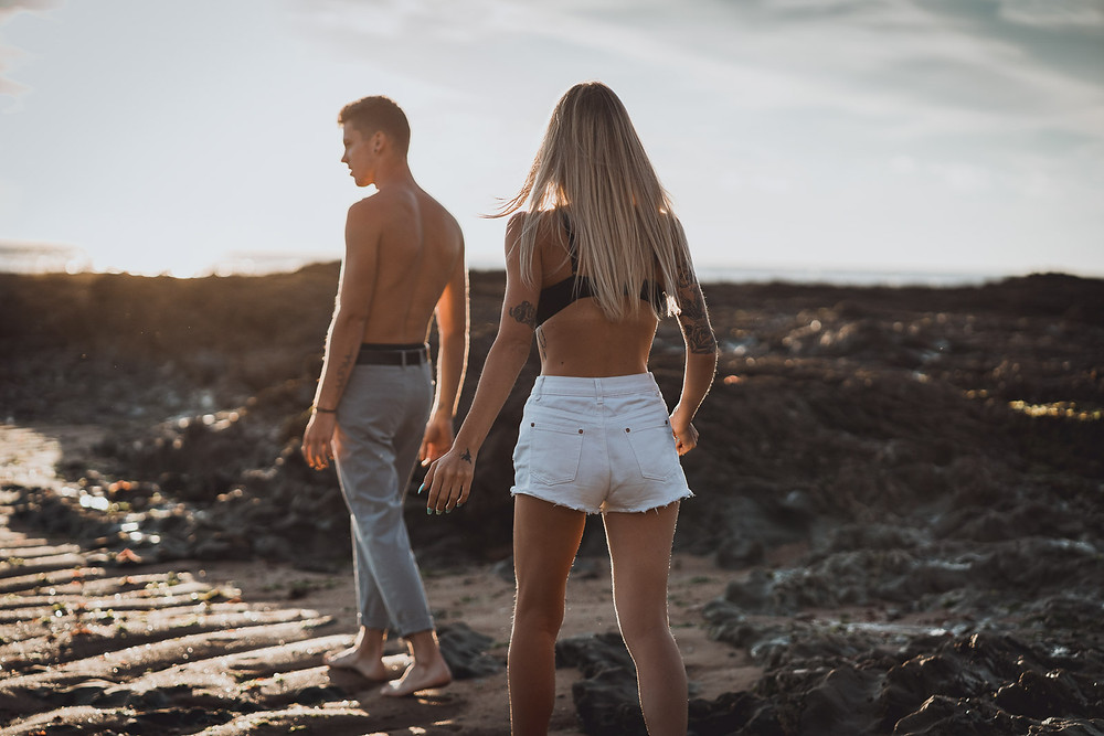 Photographer intimate couple photo shoot at the beach, by the sea. Poitou-Charentes, Morbihan, Landes