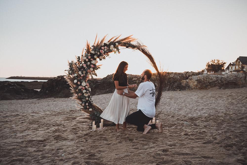 Demande en mariage romantique à la plage de Pornichet, en Loire-Atlantique au Château des Tourelles, 44. Wedding Proposal photographer.