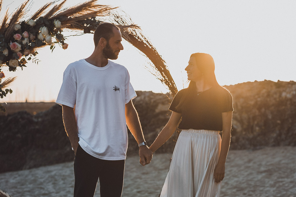 Demande en mariage romantique à la plage de Pornichet, en Loire-Atlantique au Château des Tourelles, 44. Wedding Proposal photographer. Engagement session.