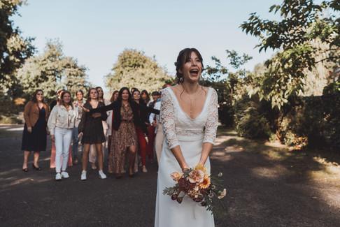 Lancer de bouquet fun de la mariée