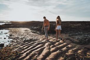Où faire une séance photo couple engagement à la plage ?