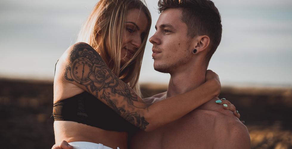 photos de couple rock tatoué à la plage en Loire-Atlantique.