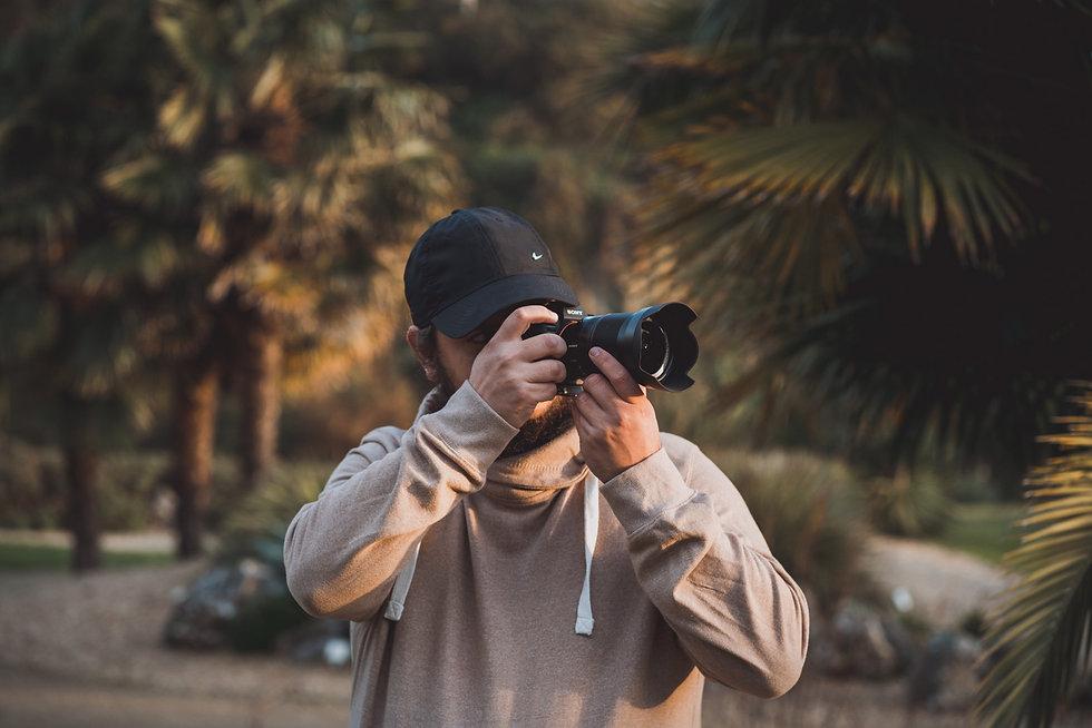 portrait du photographe de mariage de Crabe et Koala avec l'appareil photo