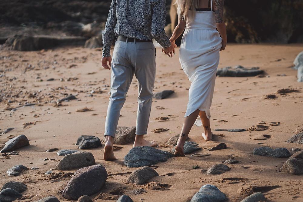 Photographe séance photo intime en couple à la plage, au bord de mer. Vendée, Loire-Atlantique, Aquitaine